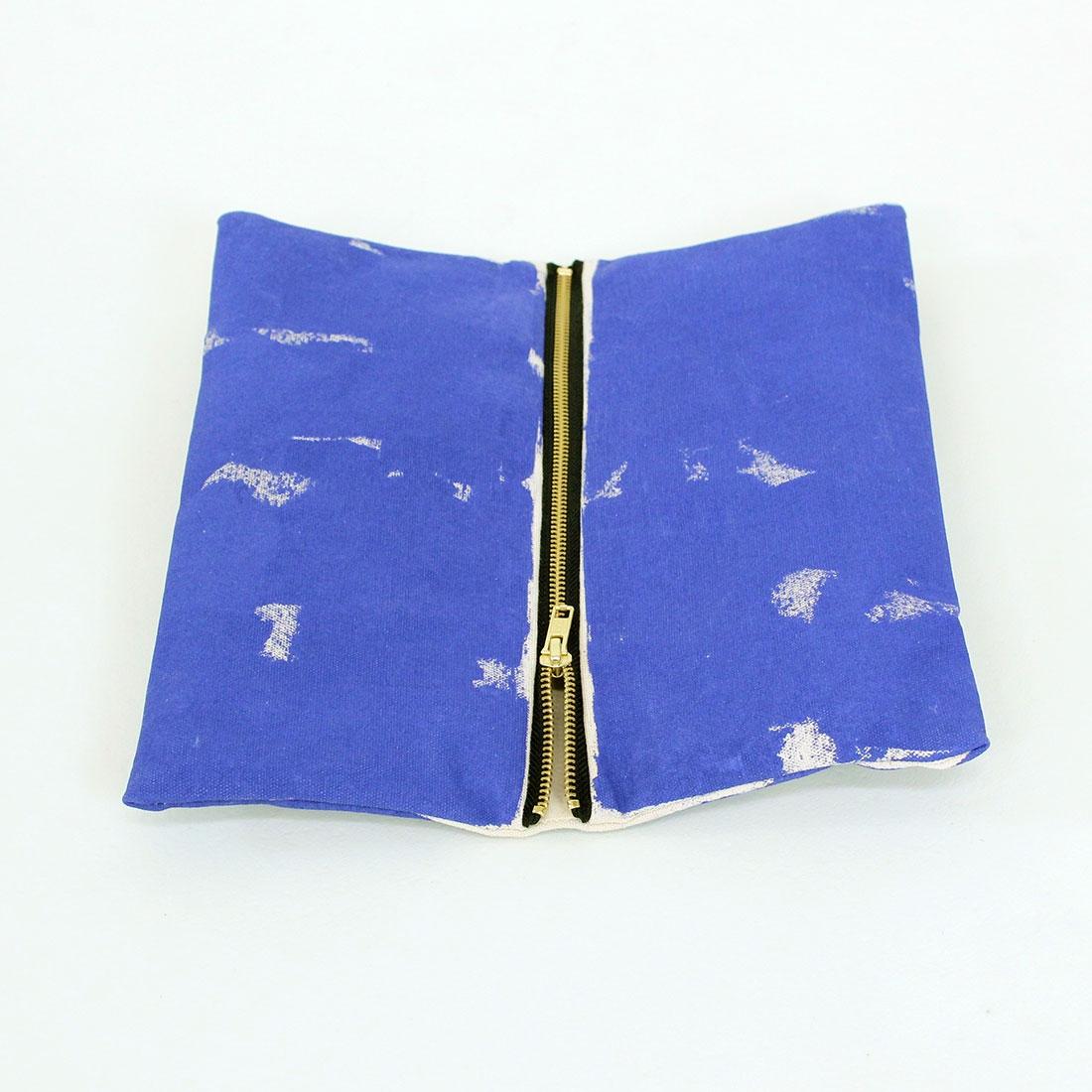 Pochette peinte indigo